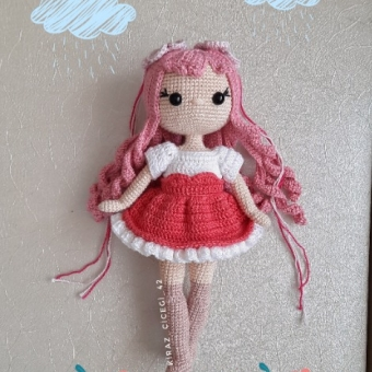 Amigurumi pembe saçlı kız