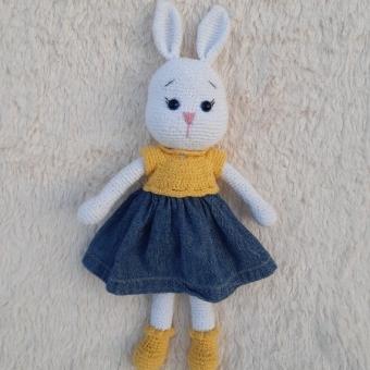 Amigurumi elbiseli tavşan