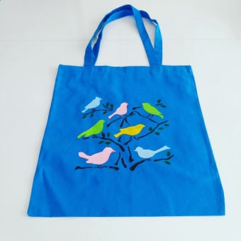 Dallarda kuşlar desenli omuz çantası