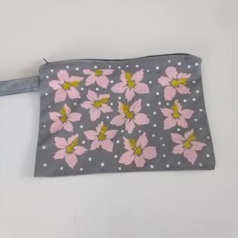 Çiçek desenli el boyama clutch çanta