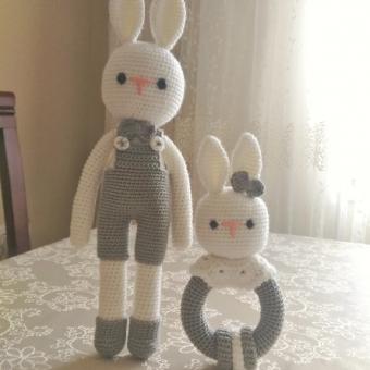 Amigurumi tavşan ve çıngırak