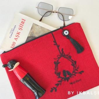 Kırmızı Kanaviçe Clutch Çanta
