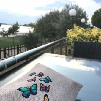 Kelebekler Kanaviçe Clutch