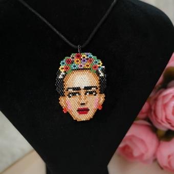 Miyuki Büyük Frida Kolye