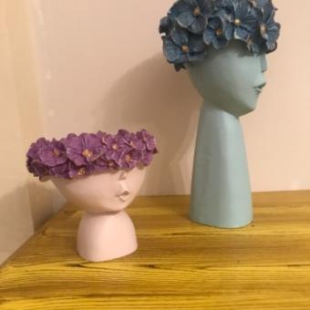 Çiçekli kız saksılar