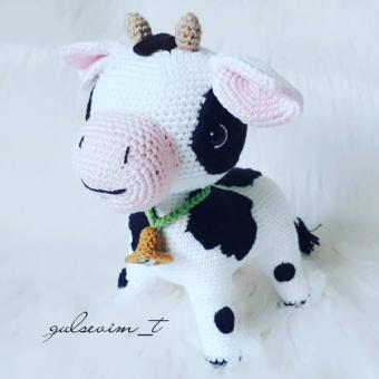 Amigurumi oyuncak inek