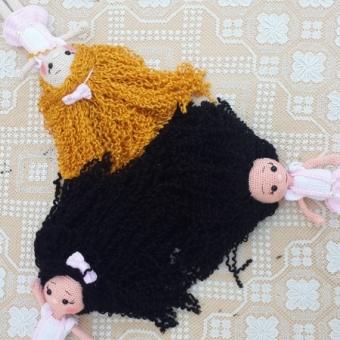 Kıvırcık saçlı bebekler