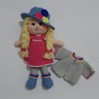 amigurumi şapkalı bebek