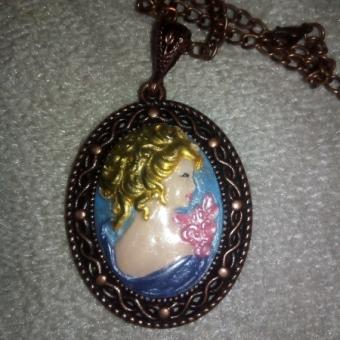 Kokulu taş Anastasia kolye