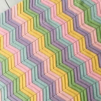 Zikzag bebek battaniyesi