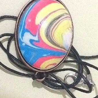 Ebruli Kontrast Renklerin Dansı Oval Kolye