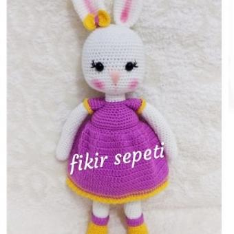 Amigurumi oyuncak tavşan kız