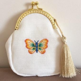 Kanaviçe İşlemeli Kelebek Cüzdan