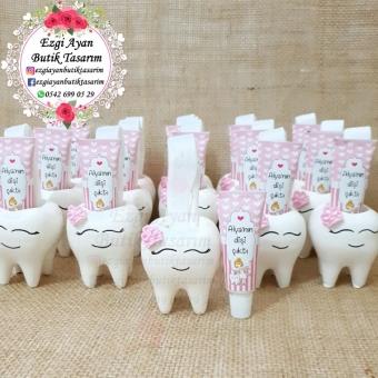 Pembe Taçlı Kokulutaş Diş Saksıda Diş Macunu Ve Diş Fırçası