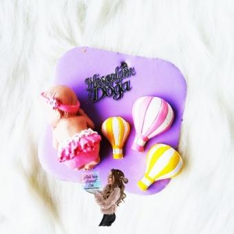Uçan Balonlara Uyuyan Bebek