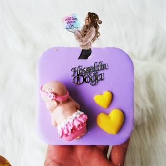 Kalplerle Uyuyan Bebek