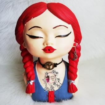 Örgülü Kız Saksı (kırmızı)