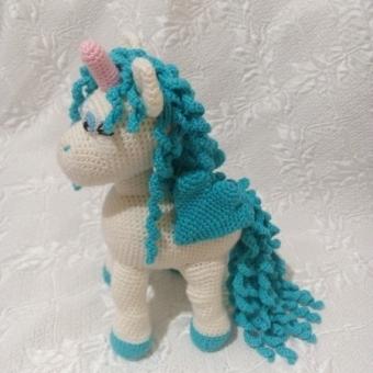 Amigurumi unicorn