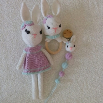 Pembe elbiseli yenidoğan tavşan seti