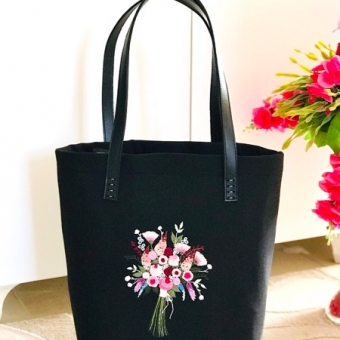 Deri saplı nakışlı çanta